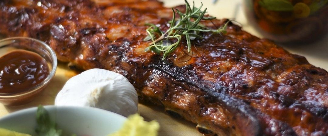 Ribs Glazed with BBQ Sauce